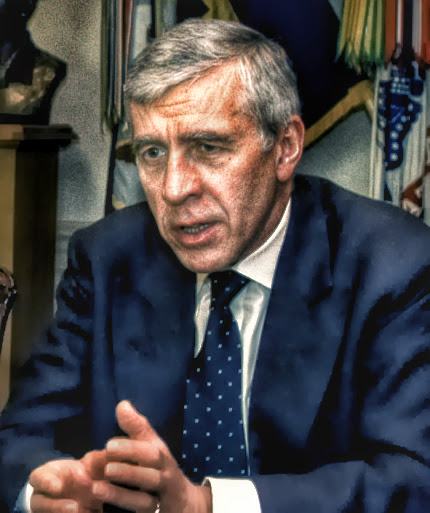 Jack_Straw_meeting_with_Rumsfeld_at_Pentagon,_May_19,_2005,_cropped (2)
